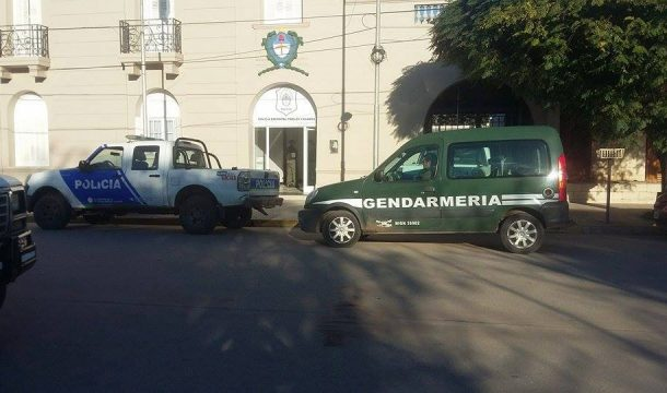 40 efectivos de Gendarmería tomas declaraciones a todos los agentes de policia de Carlos Casares