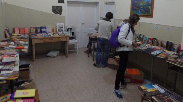 Venta de libros que lleva adelante la Bibiloteca Jose Ingenieros