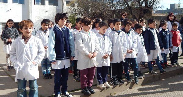 Alumnos de 4to de la Escuela 3 que juraron fidelidad a la Bandera