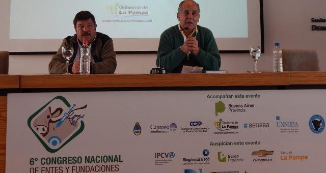 Jorge Dillon y Dardo Chiesa durante el primer panel