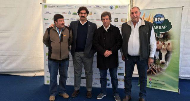 Sarquis junto al presidente de CRA y Carbap en Junín