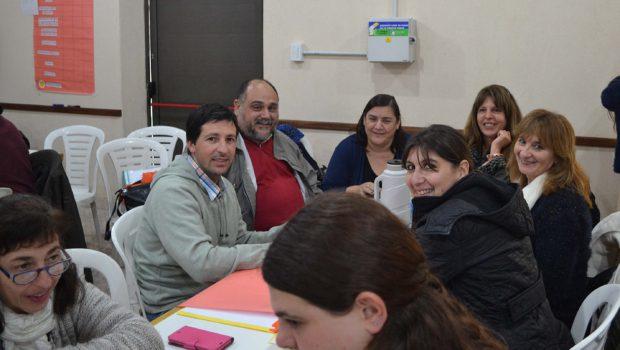 Directores de escuelas secundarias de localidades durante la reunión