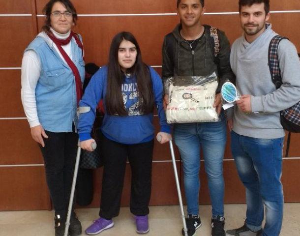 Los alumnos que defendieron TERO en Bragado jutno a su profesora