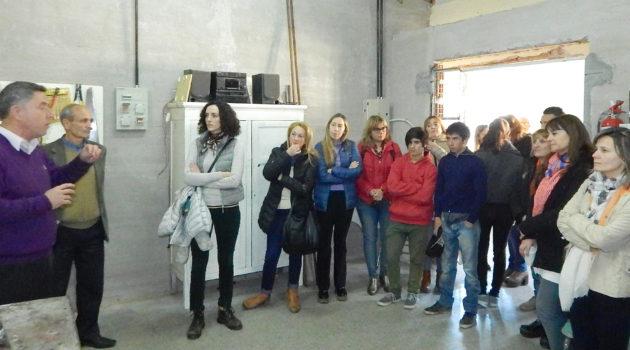 Juan Jose Gutierrez explicando a los visitantes el proyecto de la Otto Krause