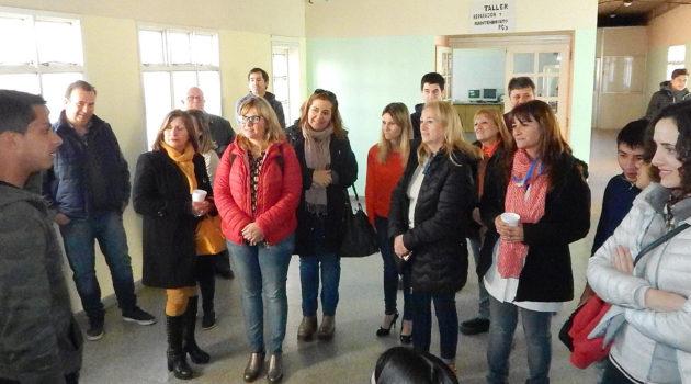 Alumnos de proyecto Tero brindan detalles del mismo a los visitantes