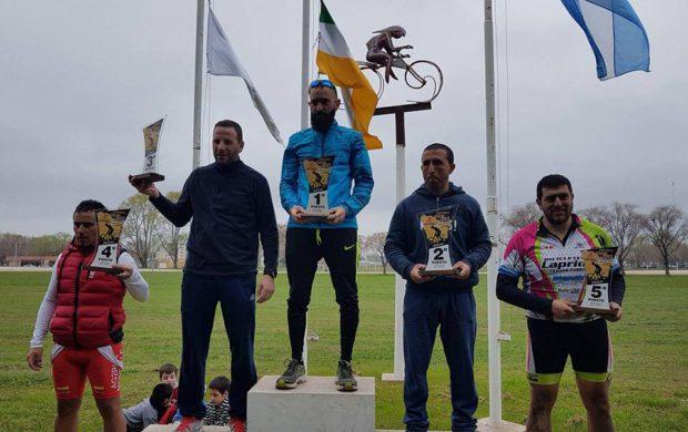Amerio recibiendo su premio en Carlos Casares