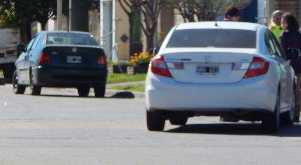 Automovil Honda quedo varado en medio de Av Urquiza