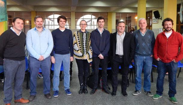 Banchero, Malis, Barbieri, Gorza, Parise, Castiglione, Lanieri y Caruso antes de iniciar su exposicion en Colegio San Agustin
