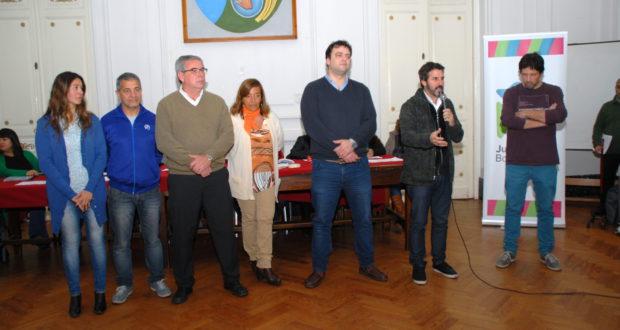 Fuentes junto al intendente y funcionarios municipales