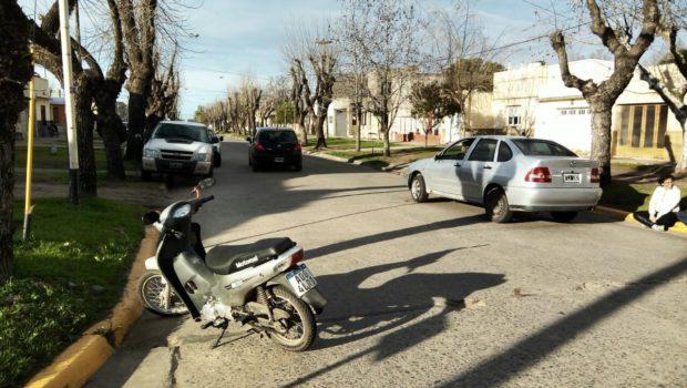 Moto y vehiculo participante del accidente