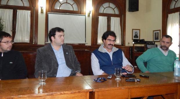 Sarquis junto a Barroso, Vivani y Bono en dialogo con la prensa