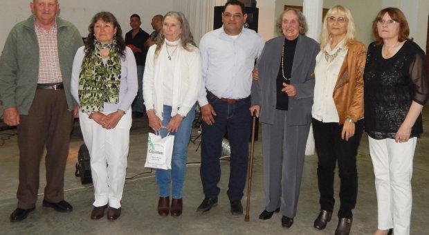 Agricultores distinguidos junto a Graciela Vadillo, Celina Ducca de Bustos y Emilce Rossi de Favazza