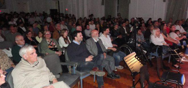 Asistentes a la presentación entre ellos el Intendente Barroso