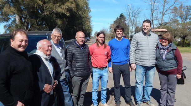 Barroso junto a un grupo de vecinos de la localidad