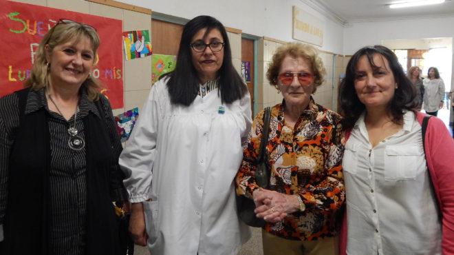 Eglentine Gennini, junto a la Directora de la escuela y las Inspectoras Iris Esterlich y Liliana Vallabriga