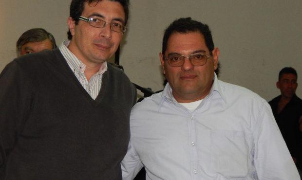 Hugo Molina el agricultor mas joven que se distinguio, recibio el premio por parte del periodista Hector Jaconis