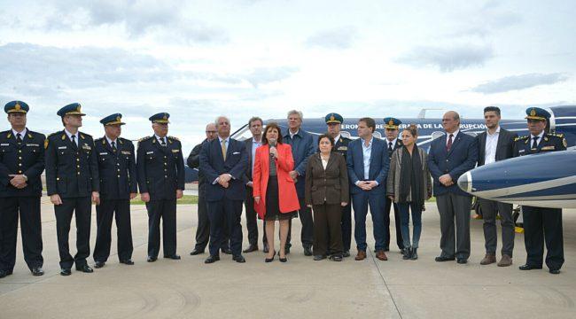 Ministra Bullrich durante la presentacion de la aeronave en San Fernando