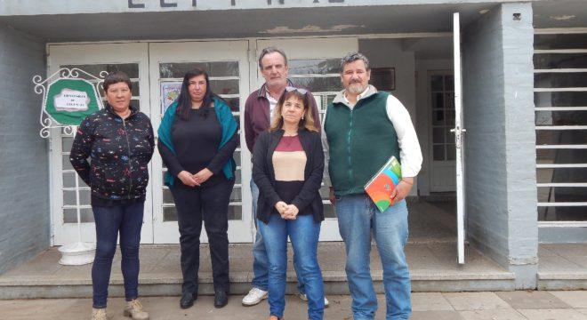 Monica Bujanda y Javier Prada junto a miembros del Consejo de Administracion de El Chaja y de la FACEPT