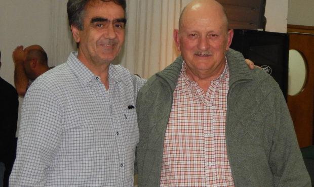 Ramon Rodriguez junto a Cacha De Sogos de Diario Tiempo que le entrego el premio como Agricultor del Año