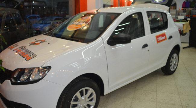 Renault Sandero que sera sorteado el 30 de diciembre entre aquellos clientes que adquieren productos por 5 mil pesos o mas