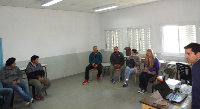 Reunion de capacitacion a productores y alumnos, inclusive de otros colegios