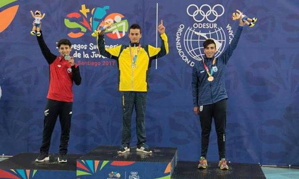 Corro con su medalla de Bronce