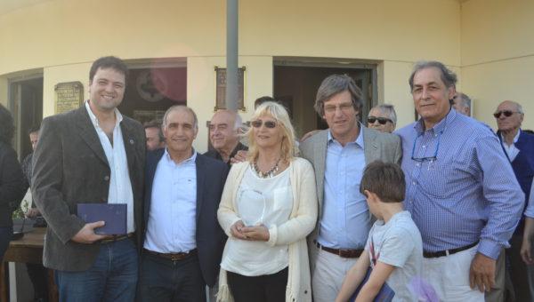 Matias de Velazco junto a integrantes de Sociedad Rural, el Vice Gobernador Salvador y el Intendente Barroso