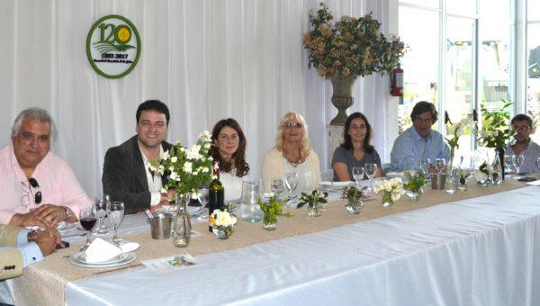 Graciela Vadillo junto al presidente de Carbap, el Intendente Barroso, Diputado Vivani y autoridades del Banco Provincia