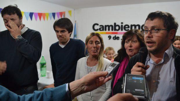 Mauricio Vivani dando a conocer la victoria de Cambiemos en 9 de Julio