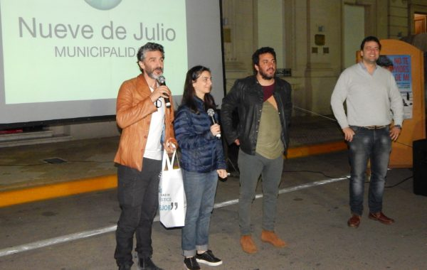 Sbaraglia junto a la Directora Fernanda Ramondo y el Intendente Municipal Mariano Barroso