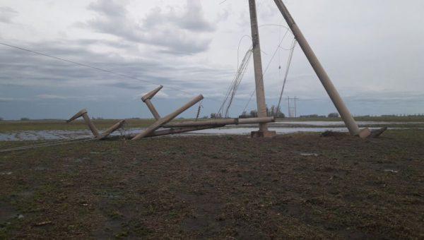 Torre de alta tension caida en el partido de Bolviar