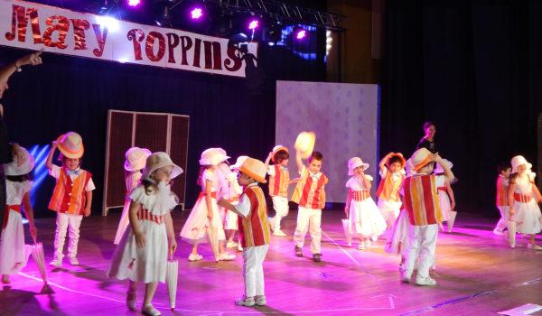 Actuacion de alumnos de Nivel Inicial en Mary Poppins en el Rossini
