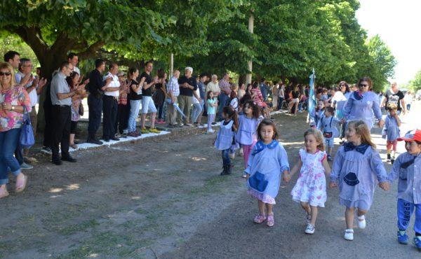Alumnos de Jardin los primeros en encabezar el desfile por los 130 años de la localidad