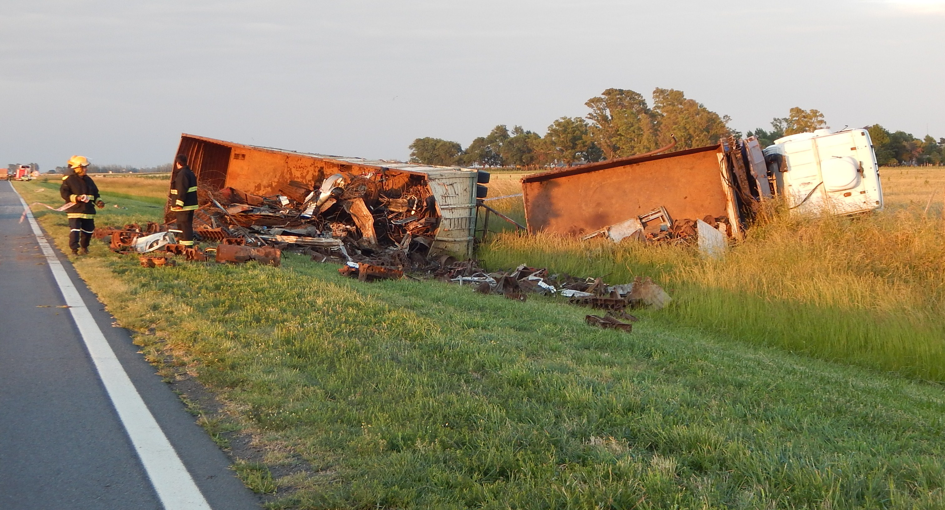 Accidente en ruta 5: Colisionaron un Transporte de pasajeros y un camión