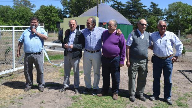 Barbaro junto a ex compañeros en EAS Del Valle y fue presentado por el Director Dario Parera