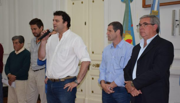 Barroso dirigiendose a los empleados municipales a quienes saludo en su día