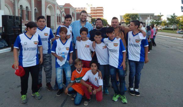 Barroso junto a integrantes de El Potrero que tambien tuvo sus talleres