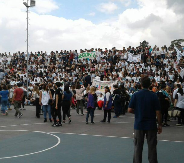 Cientos de alumnos de la provincia que asistieron a Esteban Echeverria, entre ellos de 9 de Julio
