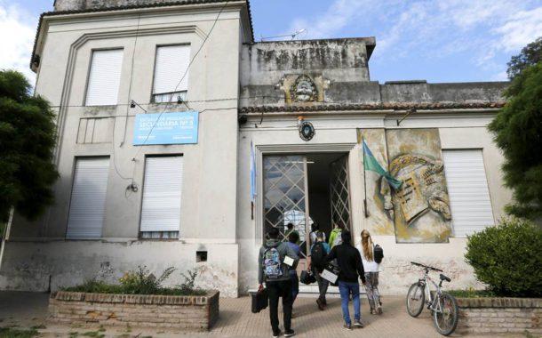 El edificio de una de las escuelas elegidas tiene 118 años