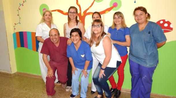 Equipo de Enfermeras de Pediatria junto al Dr Ricardo Gallo Llorente