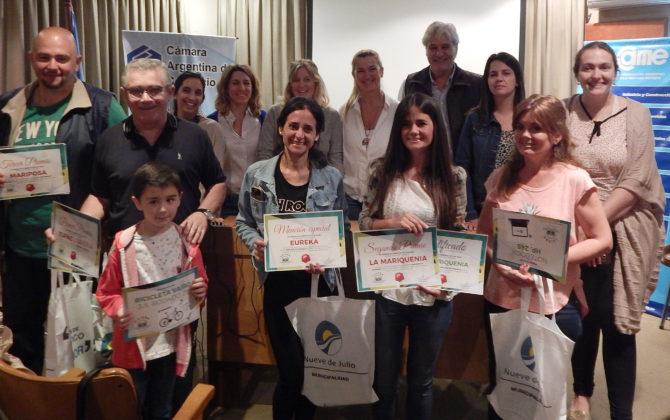 Los ganadores junto autoridades de la Camara y de la Dirección de Medio Ambiente de la Municipalidad