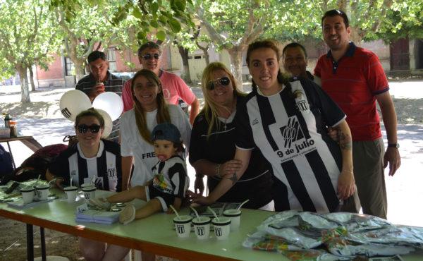Marcelo Alvarez junto a integrantes del Club en el Stand durante la Fiesta del Pure
