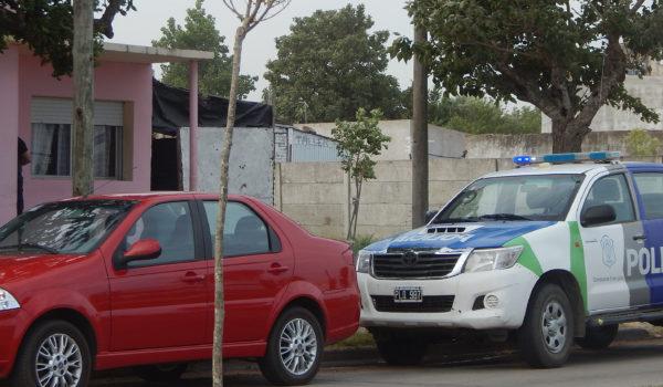 Presencia policial en el domicilio de Avellaneda casi Agustin Alvarez