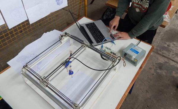 Prototipo de una impresaroa 3D desarrollada alumnos de la escuela