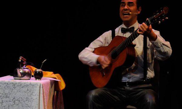 Roberto Guiet interpretara tangos de Gardel en guitarra