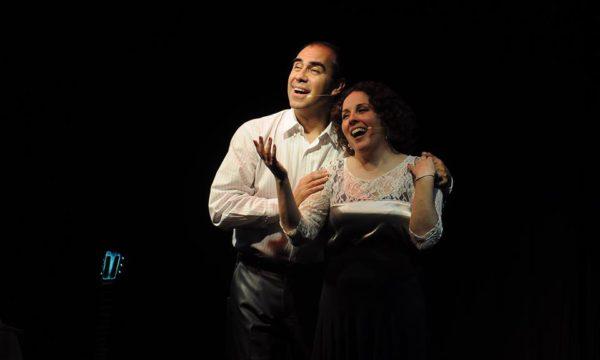 Roberto Guiet y Karina Aguilar durante su presentación