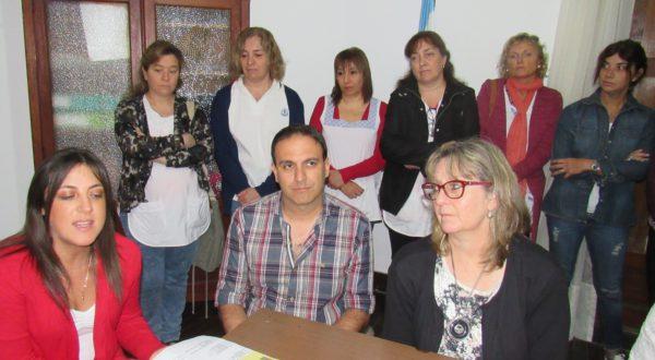 Vallbriga junto a bibliotecarios y profesores que trabajaron en la organizacion de la Feria