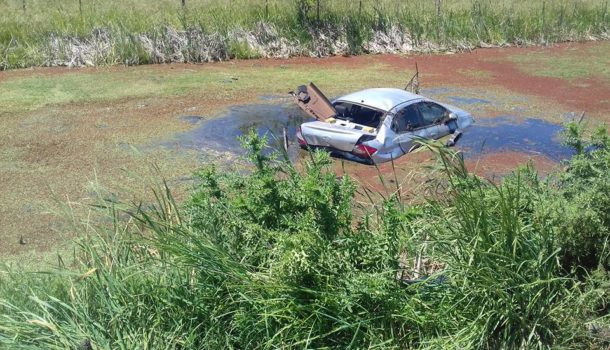 Vehiculo Chery que termino en el agua