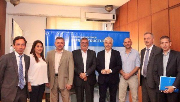 El Intendente Gatica junto a los funcionarios nacionales y de la empresa rusa luego de la firma del convenio