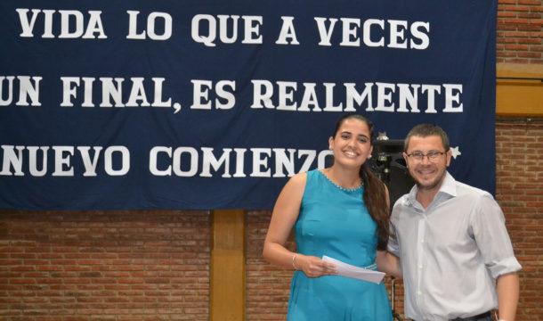 Estefania Figueroa, mejor promedio recibe una Beca por parte del Diputado Vivani